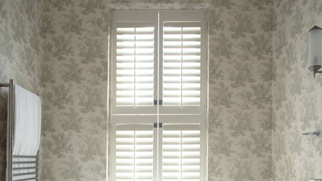 45-bathroom-tier-on-tier-shutters-winchester-hampshire