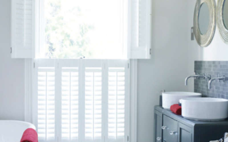 48-tier-on-tier-bathroom-shutters-andover-hampshire