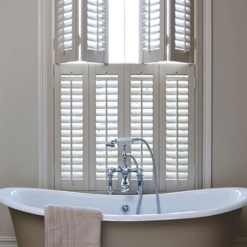 47-bathroom-double-shutters-basingstoke-hampshire