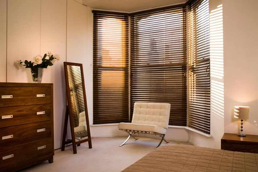 150-bedroom-bay-window-venetian-blind-winchester-hampshire