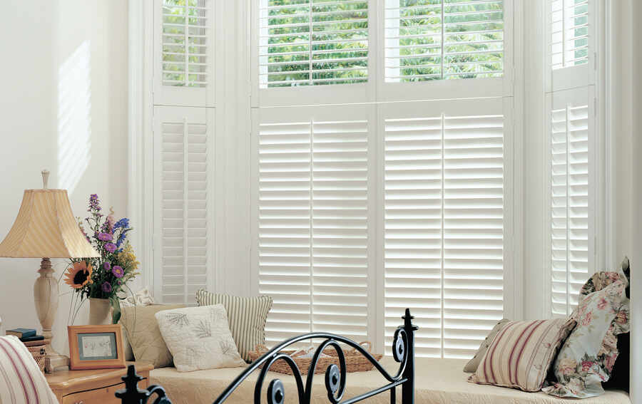 09- bedroom-plantation-shutter-andover-hampshire