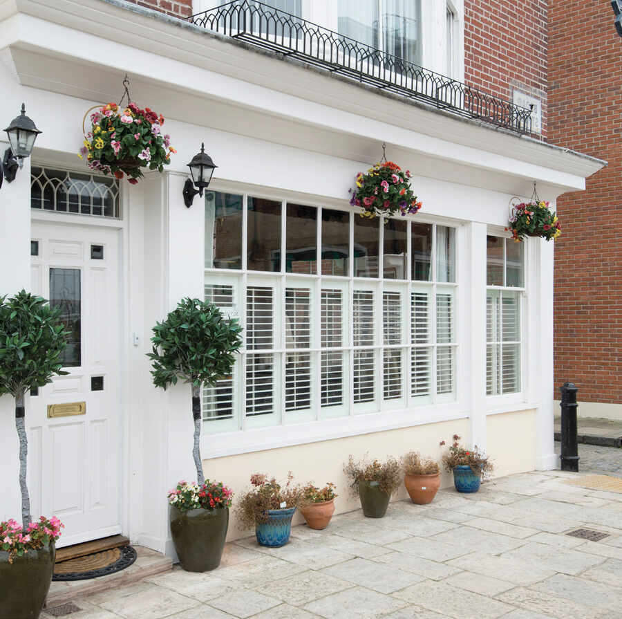 22-cafe-style-shutter-romsey-hampshire