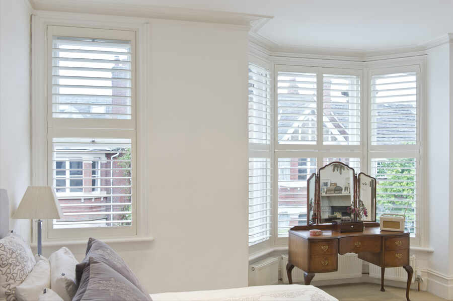 01-Bedroom-Bay-shutter-winchester-hampshir